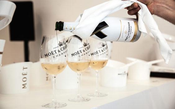 Šampanjac s kockicama leda